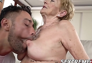 Saggy granny Mugur Malya acquires facial thwart plowing