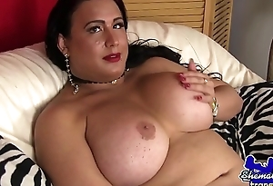 Mature wanking tgirl pleasures her dig up