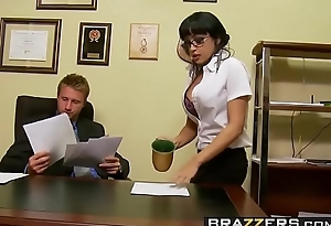 Slutty secretary (Abella Anderson) gets pounded over chum around with annoy desk - Brazzers