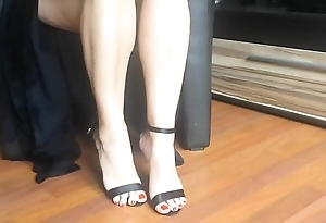 Sexy legs and conceited heels undulating - hotcams24.com