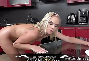 Wetandpissy - Piss fuelled lunch pussy play