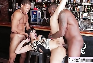 Curvy milf interracially spitroasted